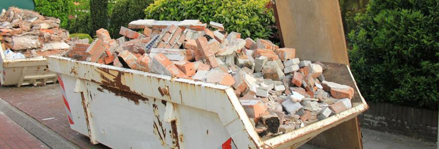 conteneur à déchets et construction